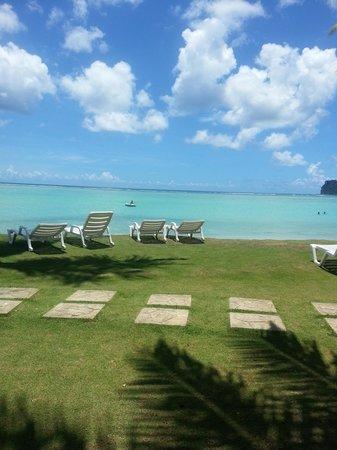 Fiesta Resort Guam: пляж отеля