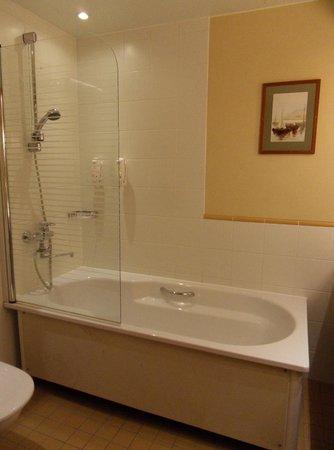 Holiday Inn Helsinki City Centre: The bathroom of my room