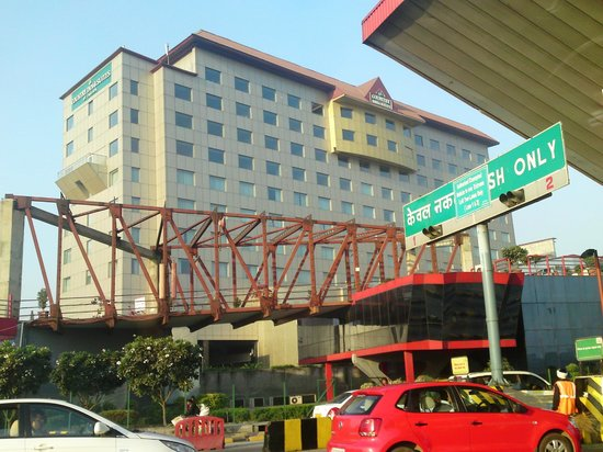 Country Inn & Suites by Carlson - Gurgaon, Udyog Vihar: Hotel's facade