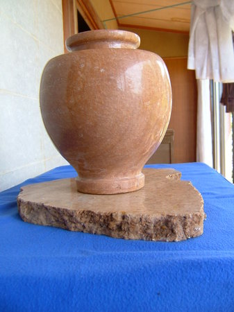 Museum Mori: 特別天然記念物鍾乳石壺