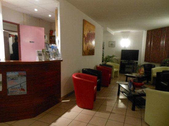 Hotel de la Poste : le salon télévision à l'entrée