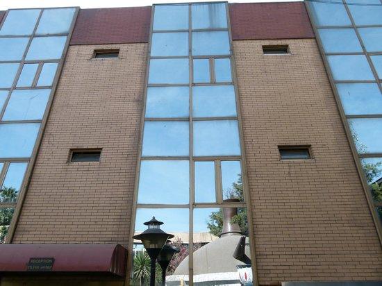 Crown Hotel: building