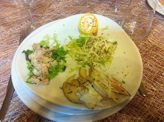 Il Sottobosco: insalata di coniglio e tartufo, insalata con cupole e tartufo, funghi porcini crudi con tartufo