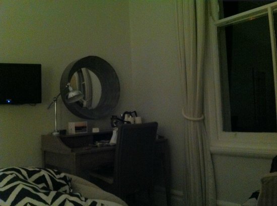 St. Ives Harbour Hotel & Spa: Dressing Table Area