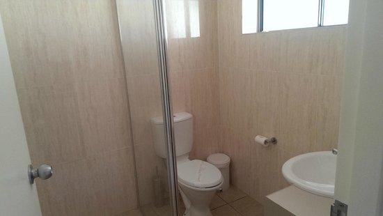 Waterloo Bay Hotel: Bathroom