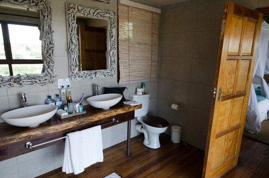 Leroo La Tau: Badezimmer