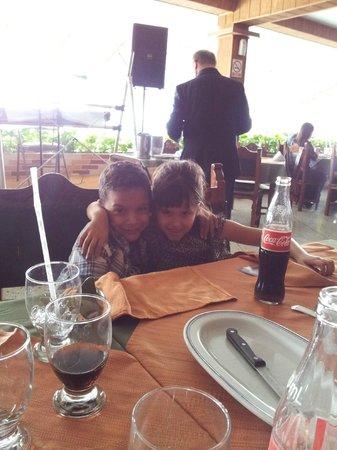 Restaurant Tiuna CA: Primos en familia