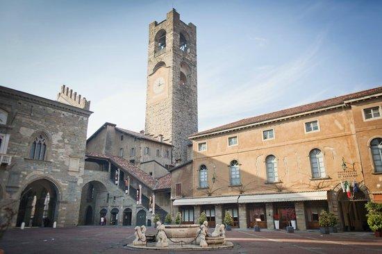 Palazzo del Podesta: Piazza Vecchia,