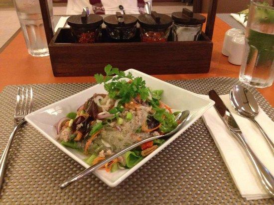 ห้องอาหารเฟื่องฟ้า: Thai Food
