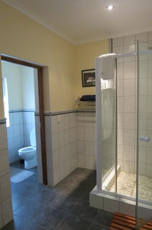 Augusta Bay: Large shower and toilet with it's own door.