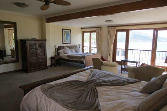 Augusta Bay : Spacious bedroom with two large beds