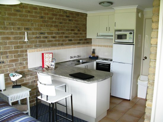 Lakeside Holiday Apartments: Kitchen area