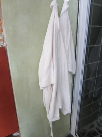 Olive Garden Country Lodge: Bathrobes - white???