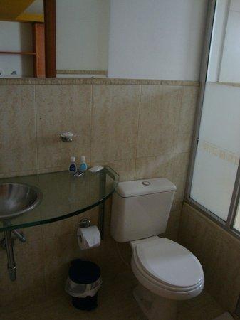 Toscana Plaza Hotel: Banheiro