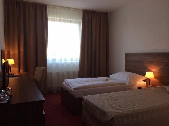 Camera doppia picture of hotel saffron bratislava for Pirolitica doppia camera