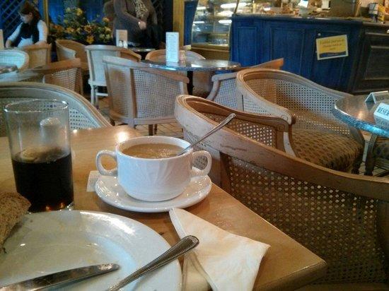 Renoirs Coffee Shop: Enjoyable meals
