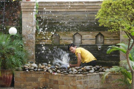 Hotel Florid Nepal: Fun in the garden