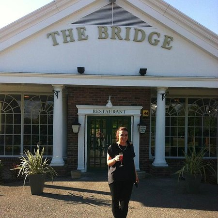 The Bridge Hotel and Spa: Outside the hotel