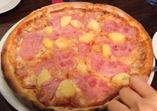Ristorante Carmelita Pizzeria : Hawaii pizza baked on oak wood.