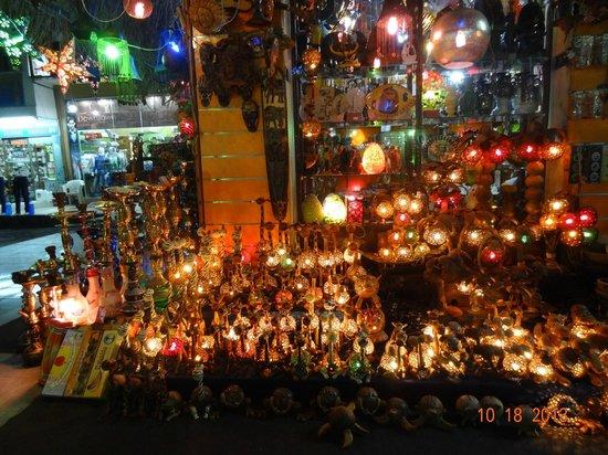 Old Market: Luminárias e souvenirs