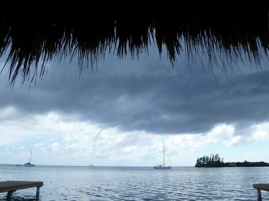 Clarion Suites Roatan at Pineapple Villas : water spout off French Key