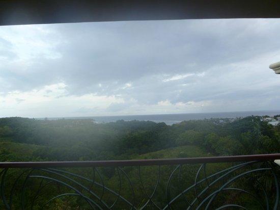 Clarion Suites Roatan at Pineapple Villas: View from Clarion Suites Roatan