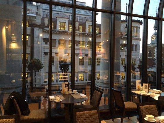 Le Meridien Piccadilly: vista esterna dalla sala della colazione