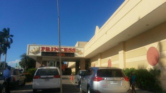 Ramada Belize City Princess Hotel: Arrival area