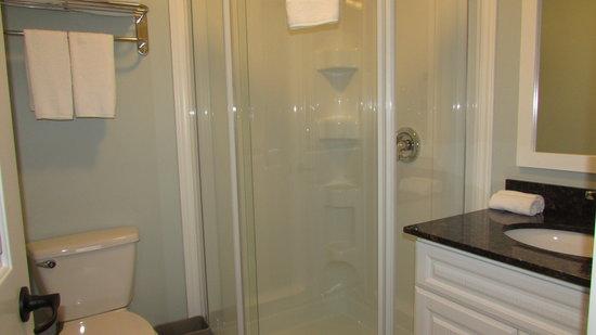 The Gables of PEI Resort: 2nd bath w/ shower in villas