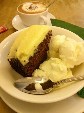 Brambles Tea Rooms and Cafe: Carrot cake