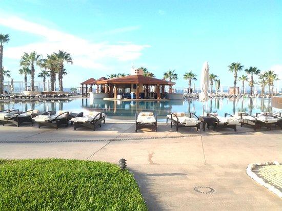 Pueblo Bonito Pacifica Resort & Spa: Lounge chairs near pool bar
