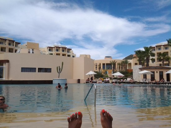 Pueblo Bonito Pacifica Resort & Spa: Lounging by the pool