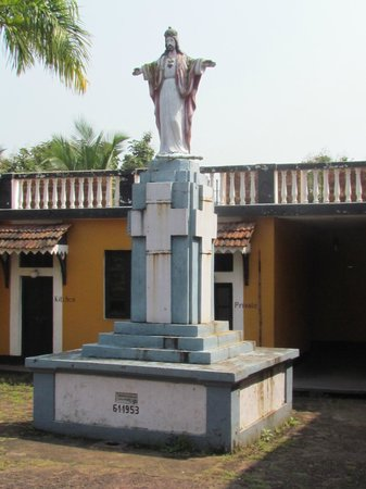 Fort Terekhol: Statue of Saint Anthony