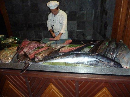 Kuredu Island Resort & Spa : Barracuda, gouper and tuna for dinner, yummy