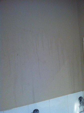 The Eaton Hotel: bathroom wall