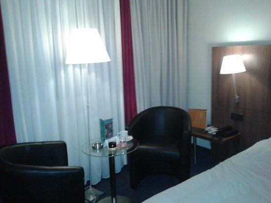 Hotel Berlaymont Brussels : La chambre