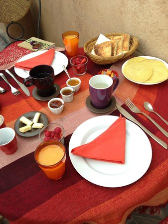 Riad Boussa: breakfast