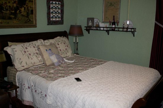 Maple Street Bed and Breakfast: The Legacy Room