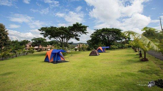 Papai Country Lodge : มีลานให้กางเต้นท์ด้วยค่ะ(รู้สึกว่าเป็นตนต่างชาติค่ะ)
