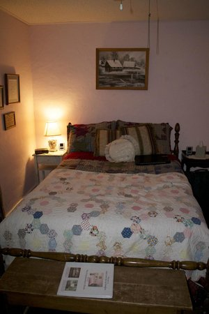 Maple Street Bed and Breakfast: The second of 3 rooms