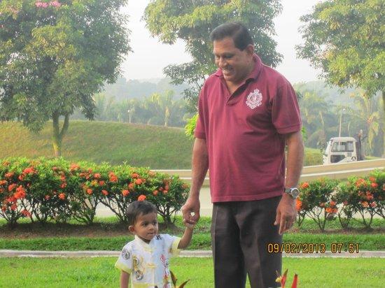 Desaru Golden Beach Hotel: grandpa taking grandson Isaac for a work