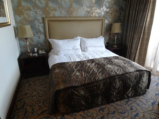 Michelangelo Hotel: The bedroom in a suite