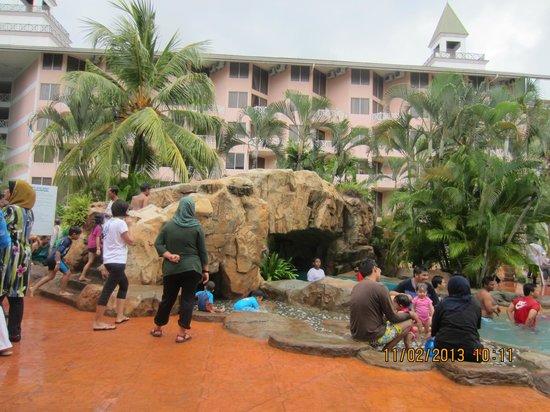 Desaru Golden Beach Hotel : poolside