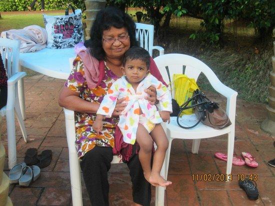 Desaru Golden Beach Hotel : grandson enjoyed the pool & with grandma