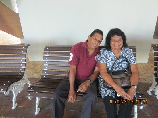 Desaru Golden Beach Hotel : relaxing & enjoying our family outing