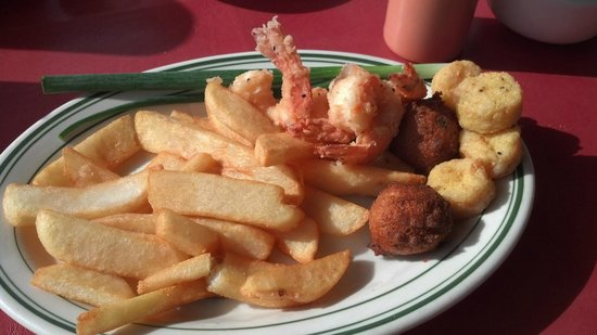Ed's Seafood Shed: Shrimp and bay scallops
