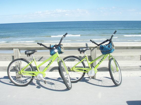Inn at Corolla Light : Riding Bikes at Corolla