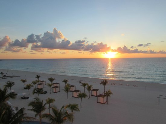 Le Blanc Spa Resort: Sunrise from the room.