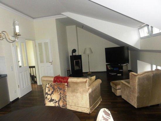 Hotel Suitess zu Dresden: sala de tv e refeições