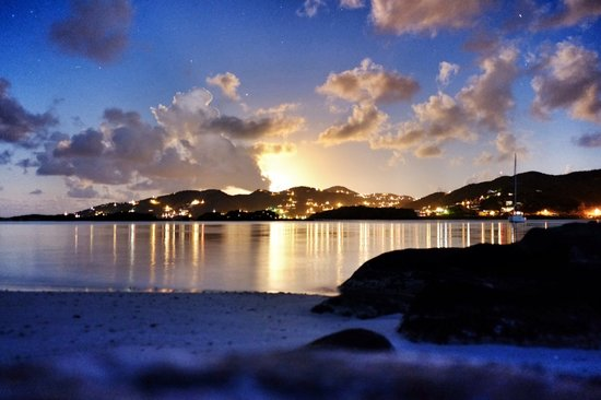 Surfsong Villa Resort : Sunset at Surfsong, luxury villas on the beach in the BVI